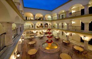 Estrelle del Mar Las Villas hotel courtyard